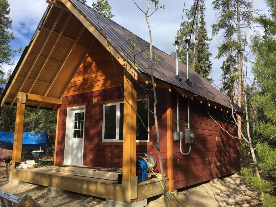 カナダ人の友人がDIYで作った小屋住宅。
