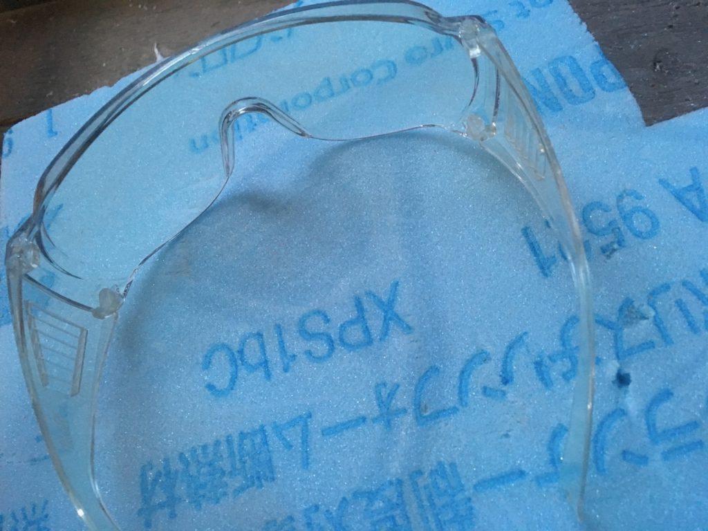フィニッシュネイラを使う時は安全メガネも忘れずに。