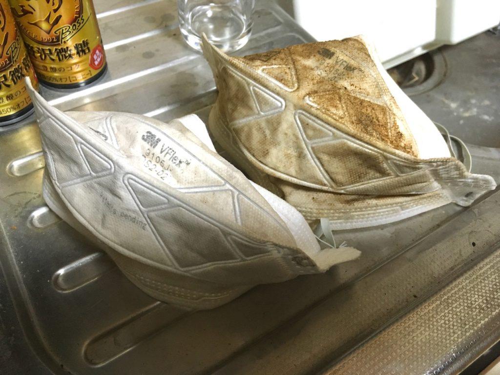 DIYでディスクグラインダーを使うときは、防塵マスクと保護メガネは必須です。
