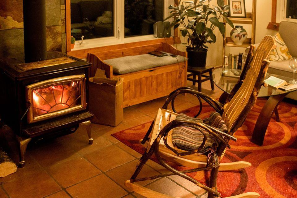 私はカナダのこの家で時間を過ごして、いつか薪ストーブを絶対入れると決意していました。