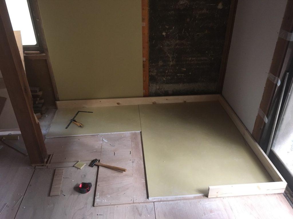 薪ストーブの炉台を構造板、石膏ボード、ケイカル板を使って、DIYで自作します。