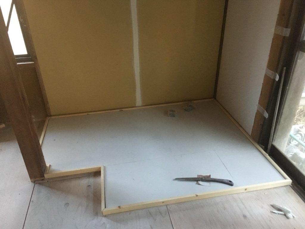 【薪ストーブ工事】ケイカル板にモルタルを塗る