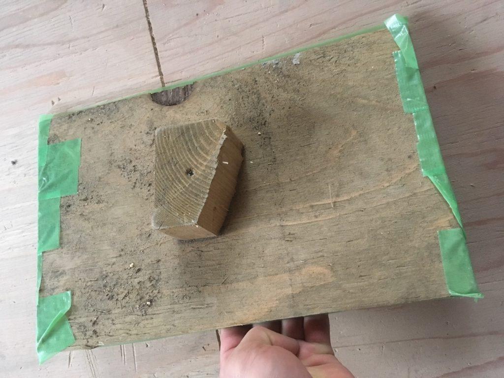 漆喰や珪藻土用のコテ台を端材で自作してみました。