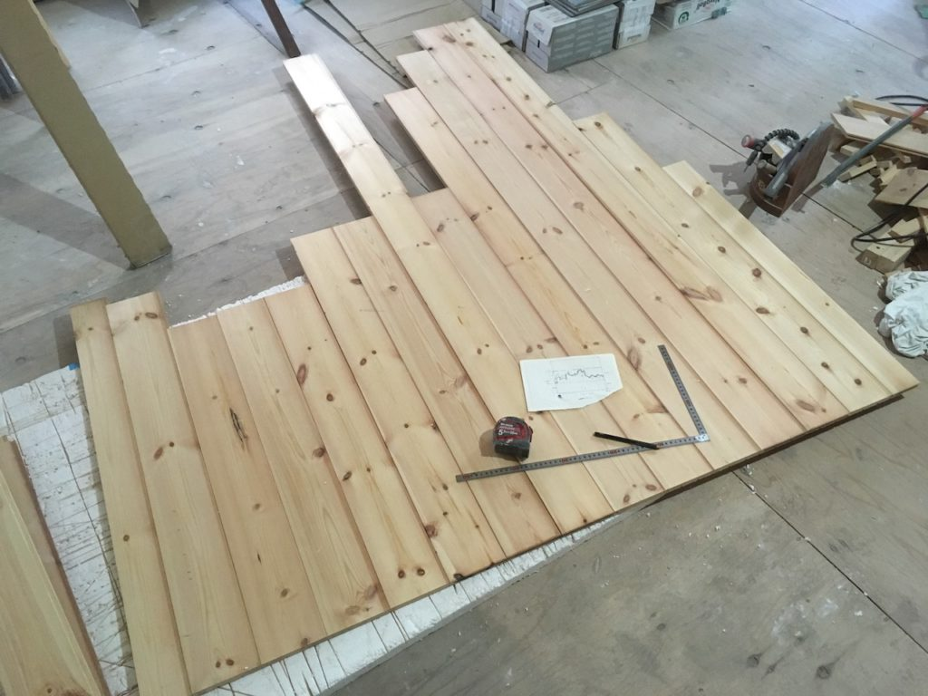 【DIY】パインの内装材を切って、ウッドパネルを自作する。