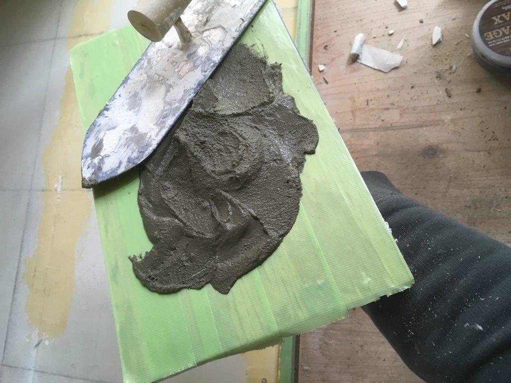 【DIY】薪ストーブの炉台を自作するためにモルタルを練る