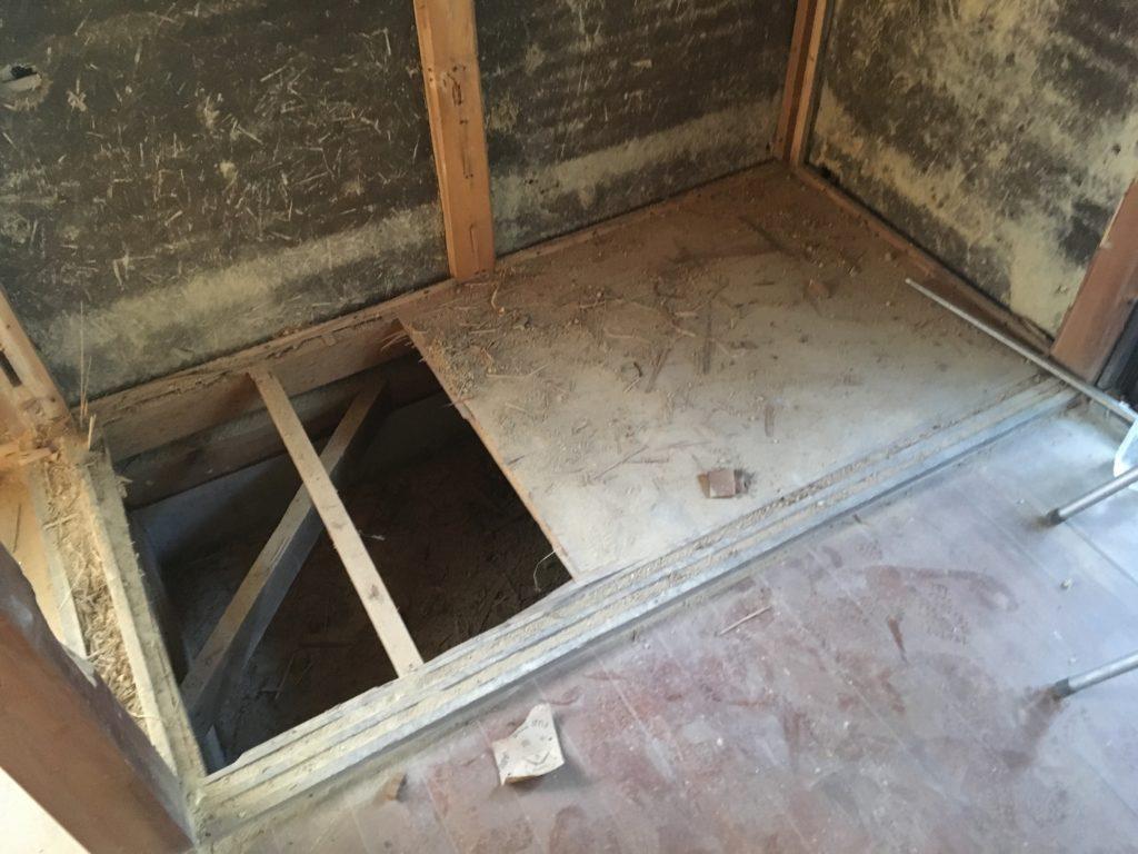 押入れを撤去して薪ストーブコーナーに作り変える