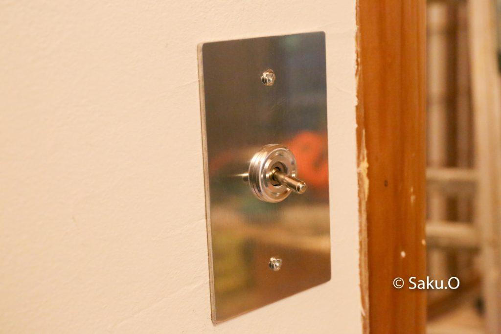 リノベーション中の電気工事では、スイッチにトグルスイッチを採用しました。 調光はありませんが、調色機能つきです。