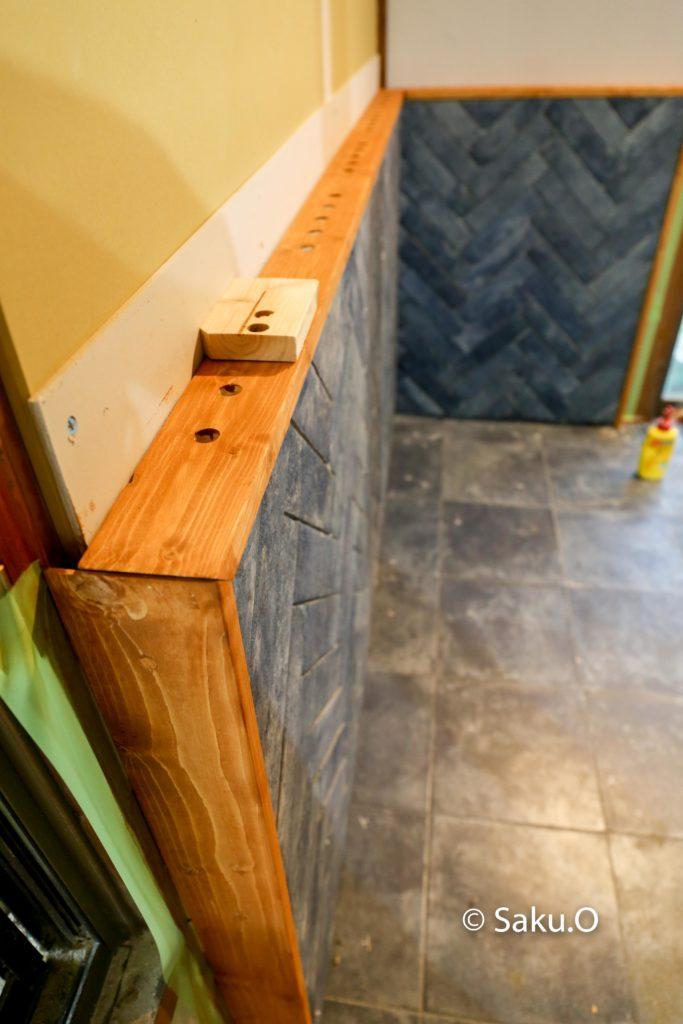 薪ストーブの炉壁と炉台に枠木をつける
