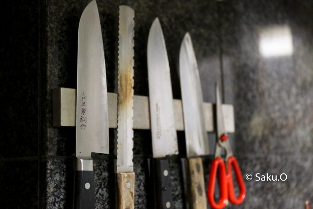 【レビュー】マグネット式の包丁スタンドを導入したらキッチンライフが超絶便利になった。