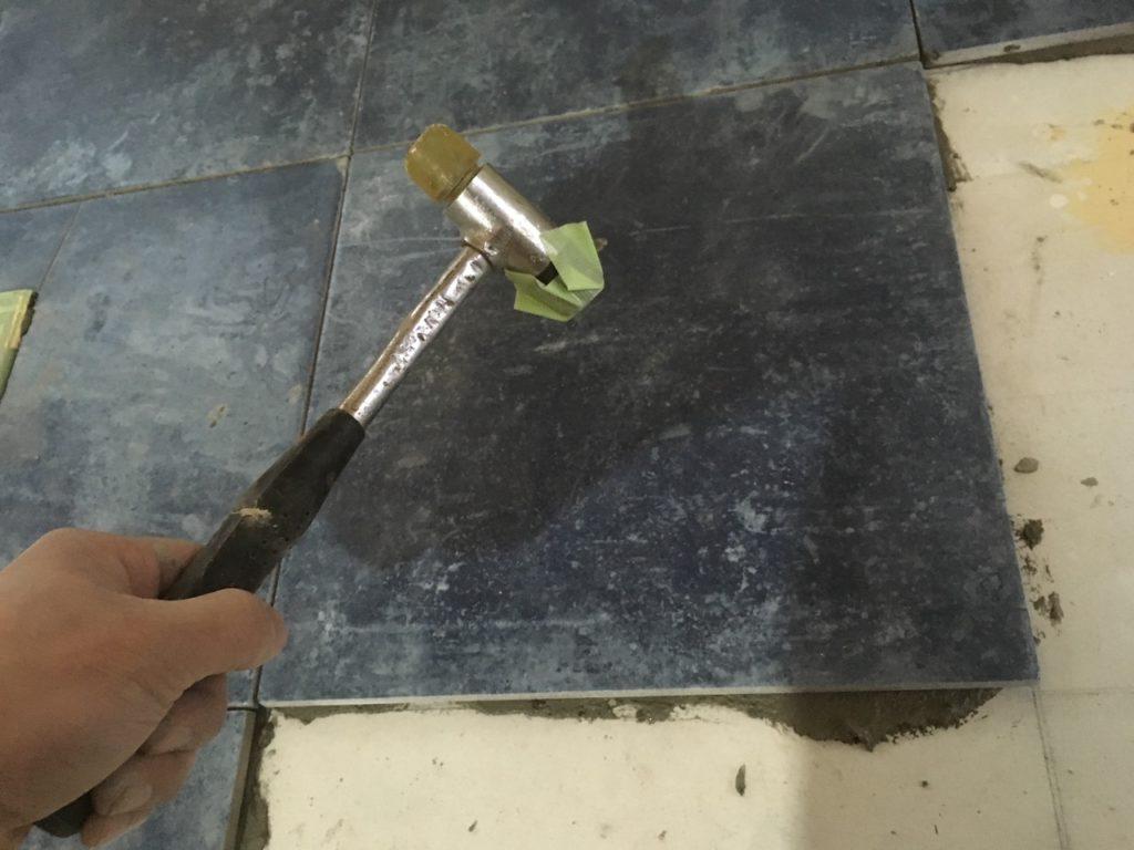 モルタルでタイルを貼る方法