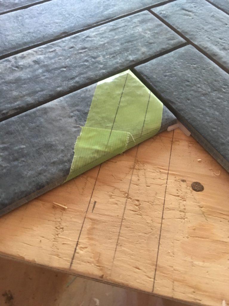 【DIY】ヘリンボーンでタイルを貼る方法を徹底解説