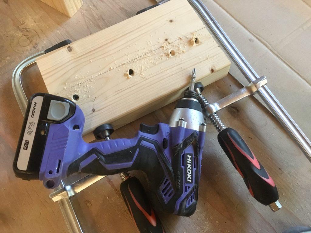 【DIY】踏み台の脚を組み立てていきます。
