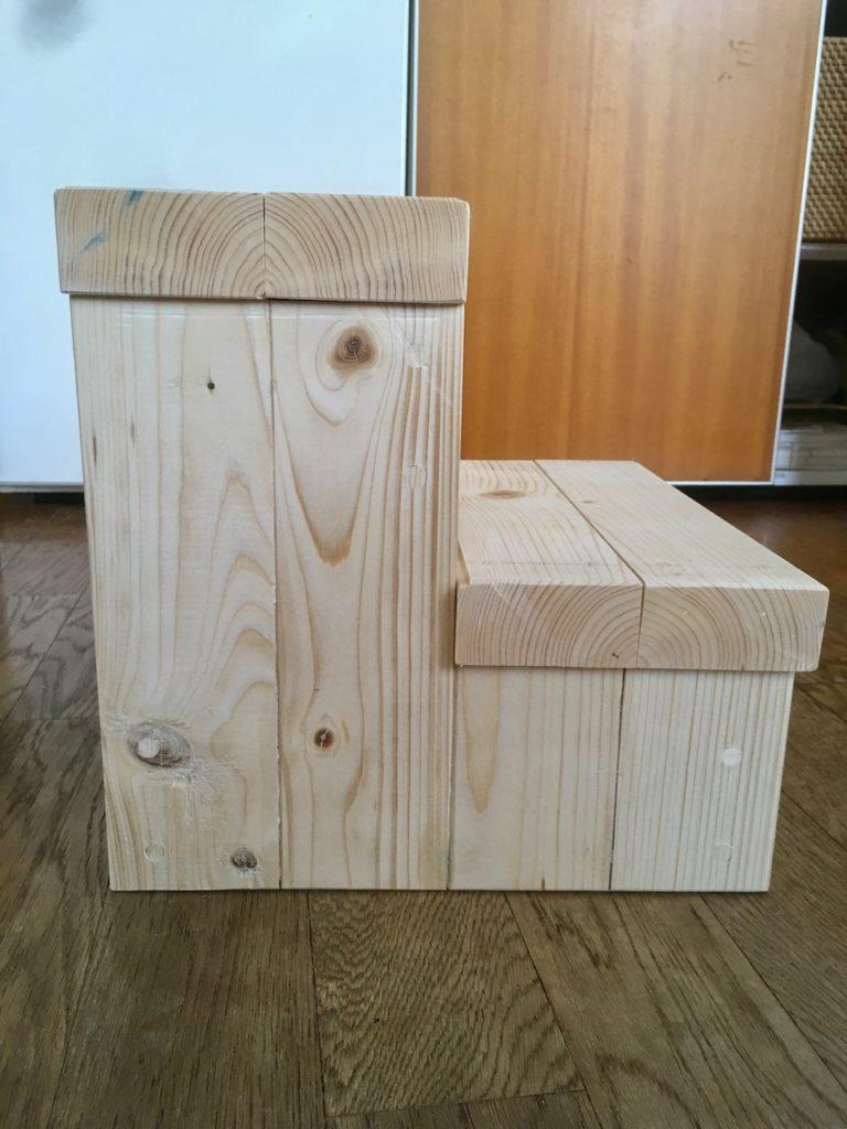 子供用の二段踏み台を木で自作するオススメの方法を解説。