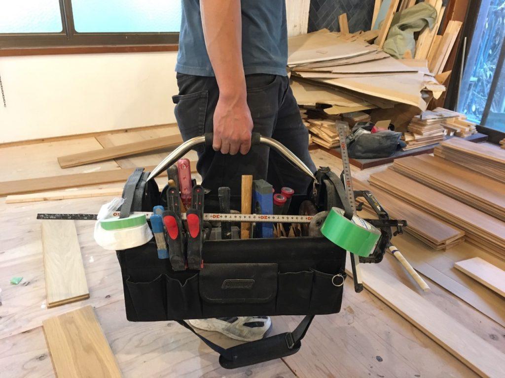 ツールキャリーなら、工具の持ち歩きや車への積み込みがずっと簡単になったのでおすすめです。しかも安い。
