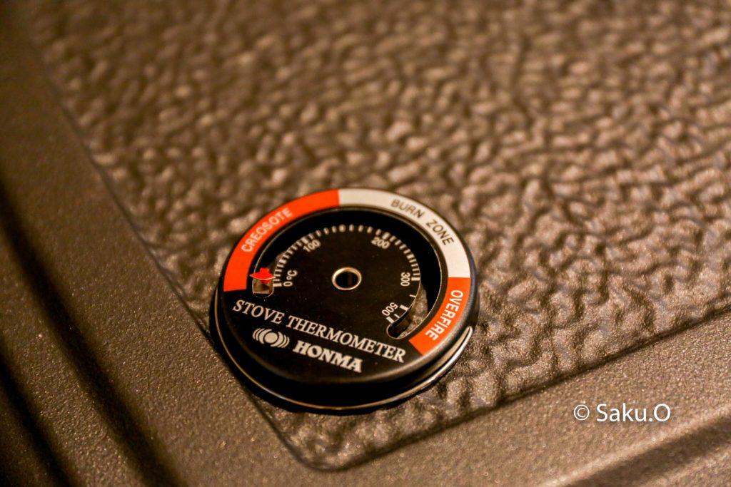 ホンマ製の薪ストーブ温度計。
