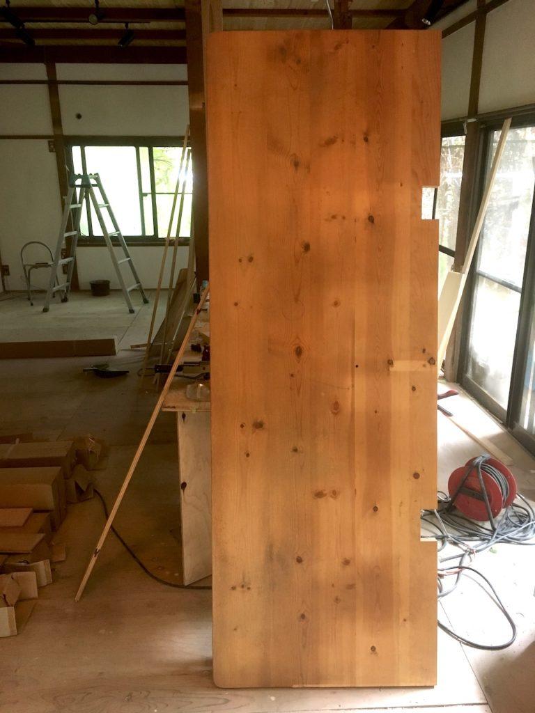パインのデスク天板をDIYで床の間に設置します。在宅ワーク用の空間を作ります。