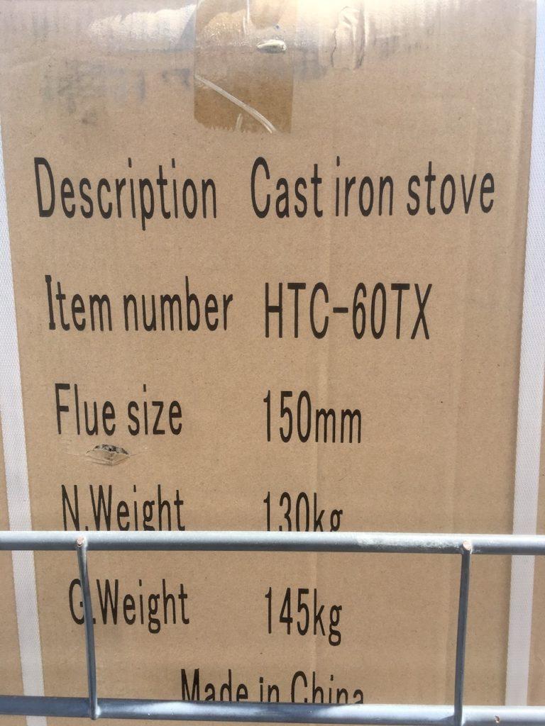薪ストーブは100kg以上あるので、搬入には人手が必要です。私は男4人を集めました。