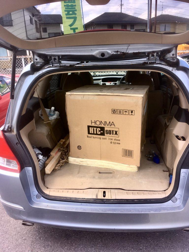 小型〜中型の薪ストーブならワンボックスカーでも載せることができます。