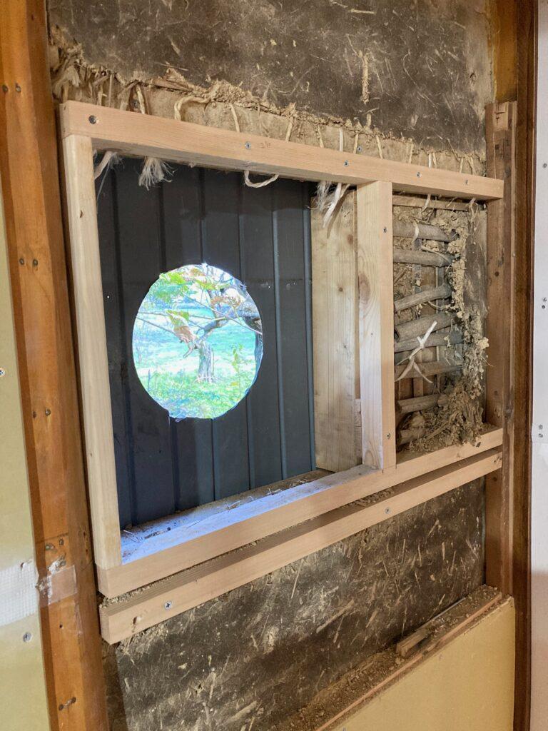 薪ストーブ煙突用に、DIYで土壁に穴をあけます。