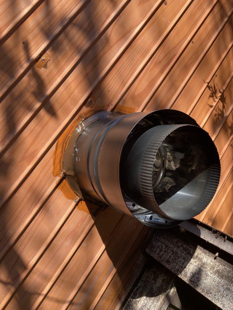 薪ストーブの二重煙突をDIYで取り付ける。
